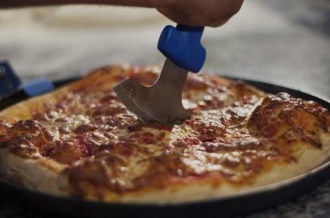 Attrezzatura pizzeria, spatole,rotelle, palette e vassoi